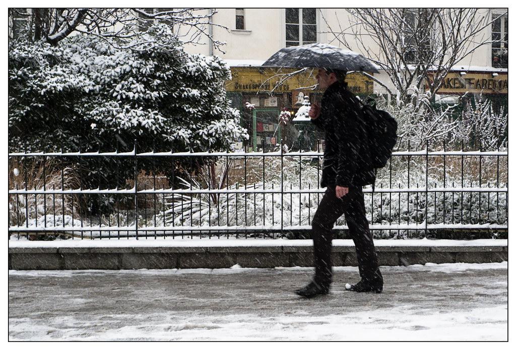 Première neige de l'année sur Paris ce matin. 20091217-p1020907...e_resize-16879c0