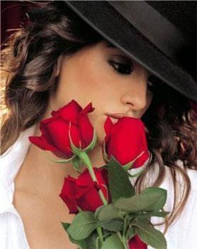 belle-image-de-femme-fleur-rose-rouge-flora