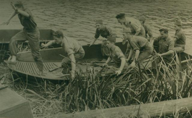 Marche-les Dames en 1950: Exercices nautiques. Albert027-12561e0
